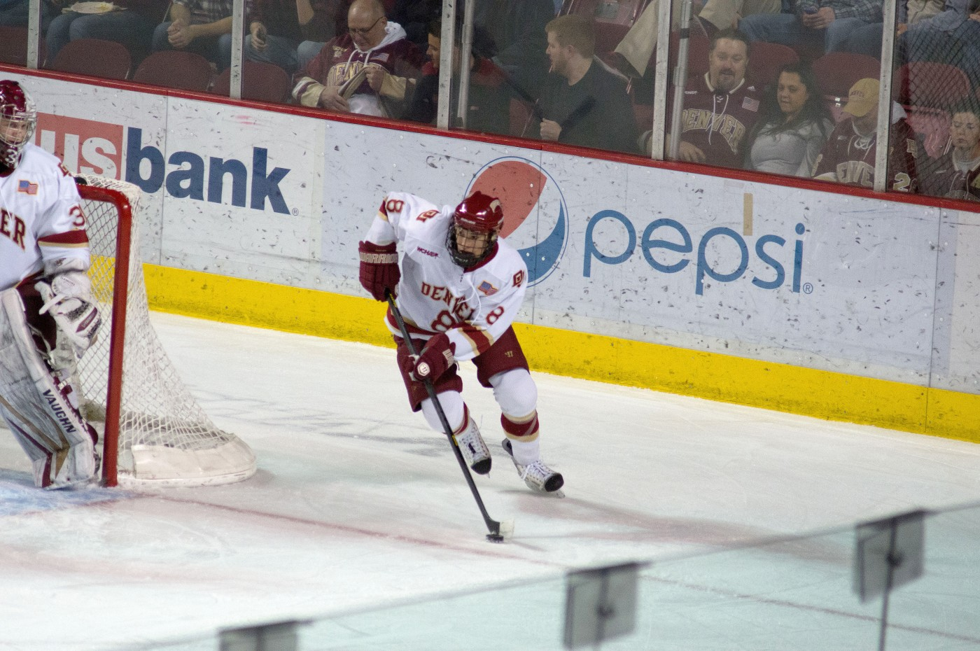 Hockey clinches road sweep at UMD – DU Clarion
