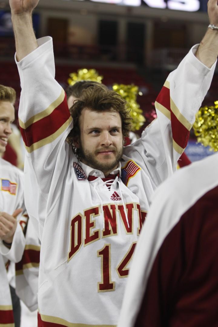 du-hockey-celebration