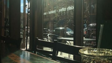 The entrance of Common Grounds Coffee, located in the heart of downtown Denver. Photo by Justin Cygan | Clarion