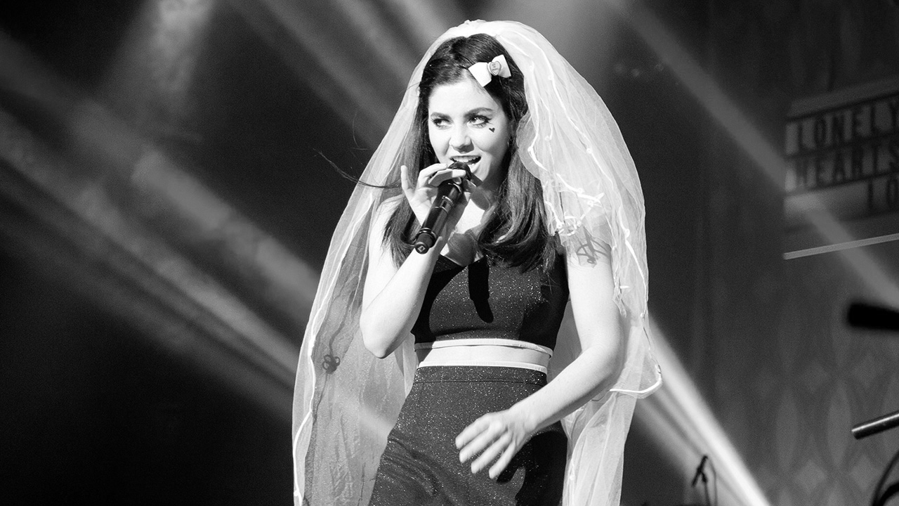 Marina and the Diamonds delivers dazzling show – DU Clarion